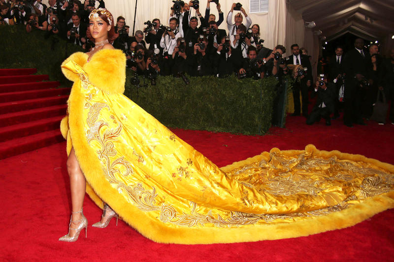 Rihanna in einer glamourösen Robe bei der Met Costume Institute Gala © Walker / Face to Face 2015